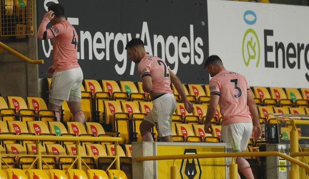 Игроки Шеффилд Юнайтед после матча против Вулверхэмптона, Getty Images