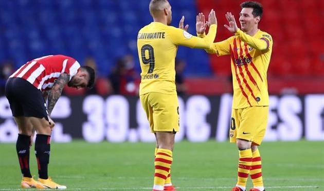 Лионель Месси (справа) отмечает очередной гол в ворота Атлетика, Getty Images