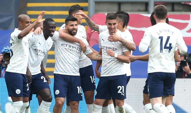 Игроки Манчестер Сити радуются голу, getty images