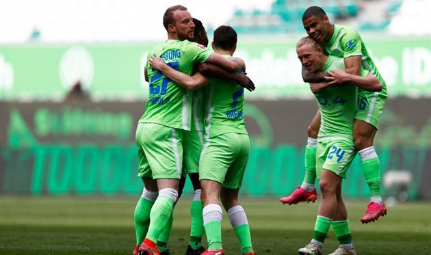 Радость игроков Вольфсбурга, getty images