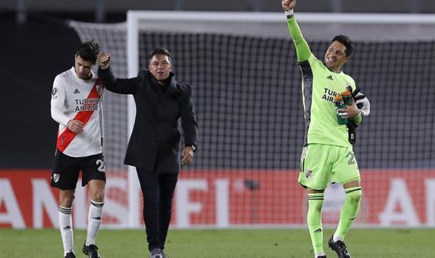 Полузащитник Энцо Перес (справа) после матча против Санта Фе, Getty Images