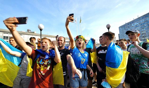 Підтримали збірну: Вирішальний матч Україна — Австрія показали на найбільшому екрані Європи