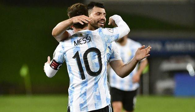 Серхио Агуэро (анфас) и Лионель Месси, Getty Images