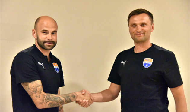 Станислав Микицей (слева), фото ФК Мариуполь