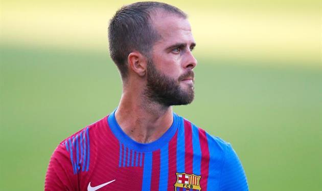 Барселона по-прежнему хочет расстаться с тремя футболистами