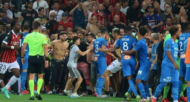Матч Ницца — Марсель был прерван из-за массовой драки фанатов и футболистов