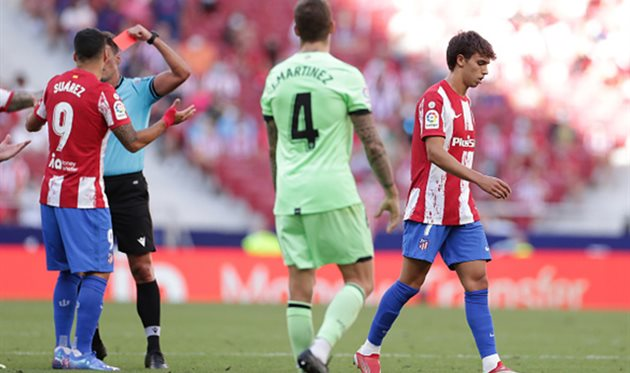 Атлетико в меньшинстве удержал ничью в матче против Атлетика
