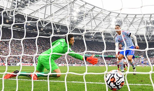 Гол Роналду помог МЮ обыграть Вест Хэм, несмотря на заработанный пенальти от Ярмоленко