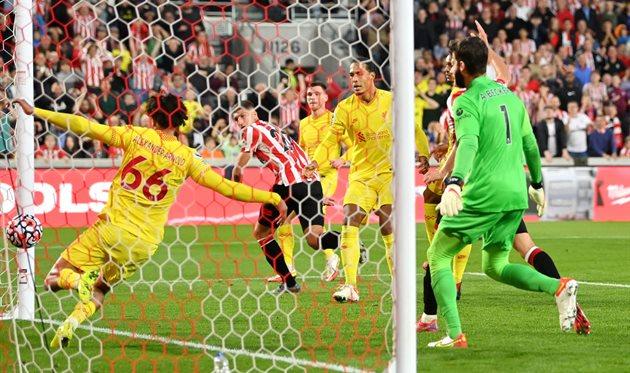 Ливерпуль сыграл вничью с Брентфордом в невероятной голевой перестрелке