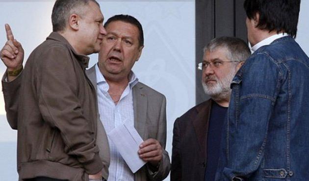 Игорь Суркис (слева) и Игорь Коломойский (на заднем плане справа)