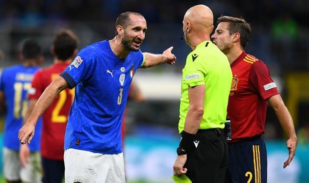 Джорджо Кьеллини (слева) в матче против Испании, Getty Images