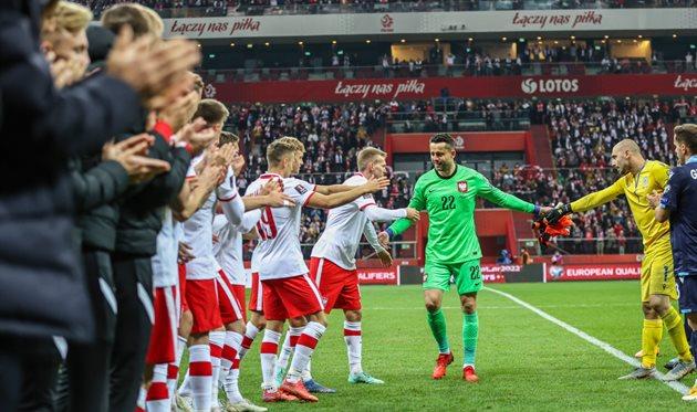 Трогательное прощание с Фабиански и дебютный гол Кендзеры — в обзоре матча Польша — Сан-Марино