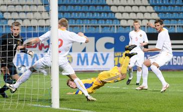 Зозуля сравнивает счет, фото Ильи Хохлова, Football.ua