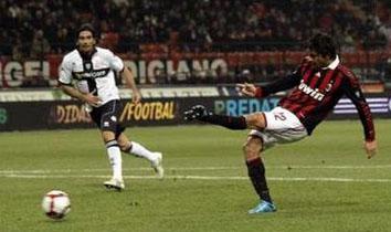 Боррьелло забивает, фото Reuters
