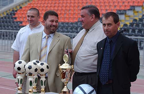 Евгений Геллер (второй слева)