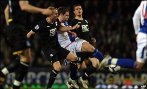 Данн забивает первый мяч, фото bbc.co.uk