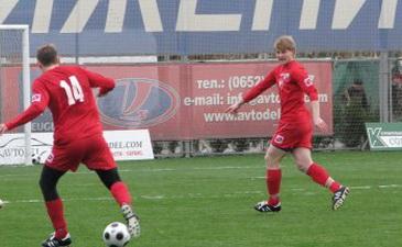 Андрей Шевчук (14-й номер) в атаке, sevfootball.ru