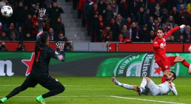 Чалханоглу забивает гол, Getty Images