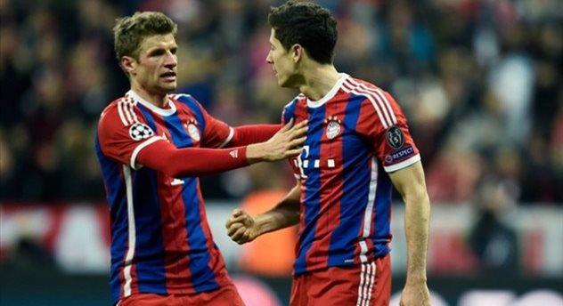 Томас Мюллер и Роберт Левандовски, фото uefa.com