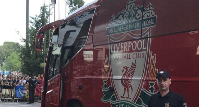 Ливерпуль прибыл в гостиницу Интерконтиненталь, фото Анны Радченко
