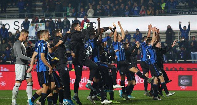 Аталанта отмечает победу над Вероной, Getty Images